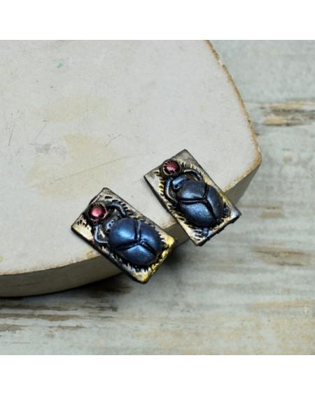 Skarabeusz - kolczyki wkrętki. Kolczyki w egipskim stylu.