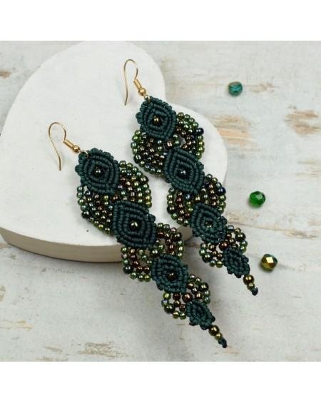 Eleganckie, długie kolczyki z koralików - butelkowa zieleń