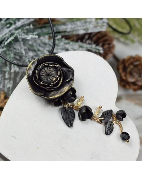 Wisiorek czarny kwiat