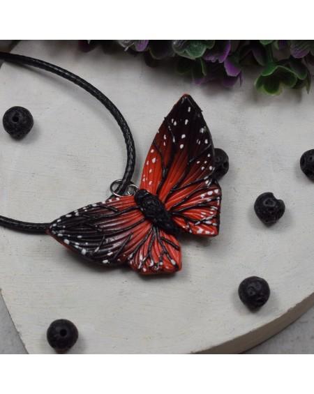 Wisiorek motyl - czerwono czarny