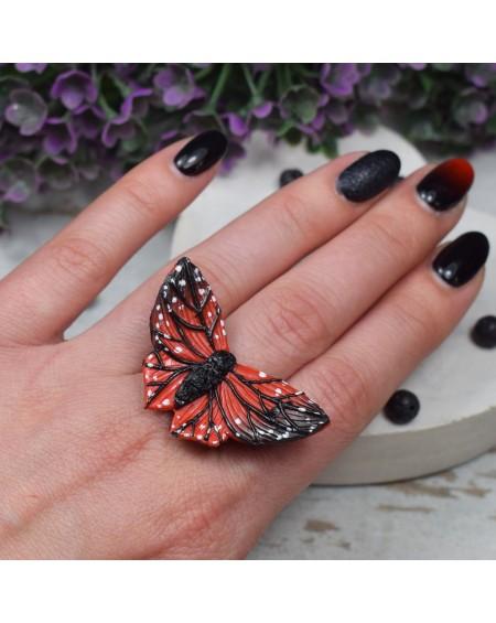 Regulowany pierścionek motyl - czerwono czarny